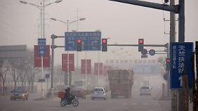Der Smog ist schlimmer denn je. Wer nicht raus muss, vermeidet den Gang vor die Tür.