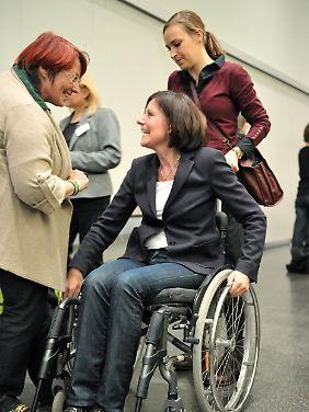 Eine Ministerpräsidentin im Rollstuhl: für Dreyer kein Problem.