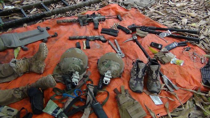 Eines der Bilder, die laut der Shebab-Miliz, einen der getöteten französischen Soldaten und seine Ausrüstung zeigen.