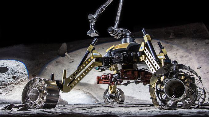 Dieses Roboter-Duo könnte eines Tages auf dem Mond nach Wasser suchen. Der Rover trägt unter sich den kleineren Kletterroboter CREX.