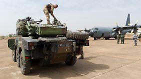 Deutschland prüft Transall-Einsatz: Frankreich verstärkt Truppen in Mali