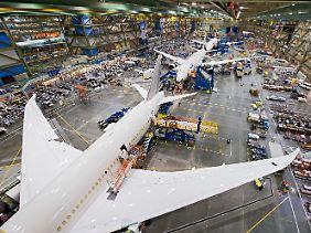 In der Boeing-Werft am Standort Everett: Irgendwo hier müssen die Fehlerquellen liegen.