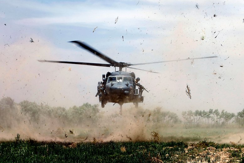 Wie kommen die Waffen in die Welt? Wer beliefert Militärs mit neuester Rüstungstechnik? Und: Wohin fließen die Milliarden aus den Staatsetats für Verteidigung?