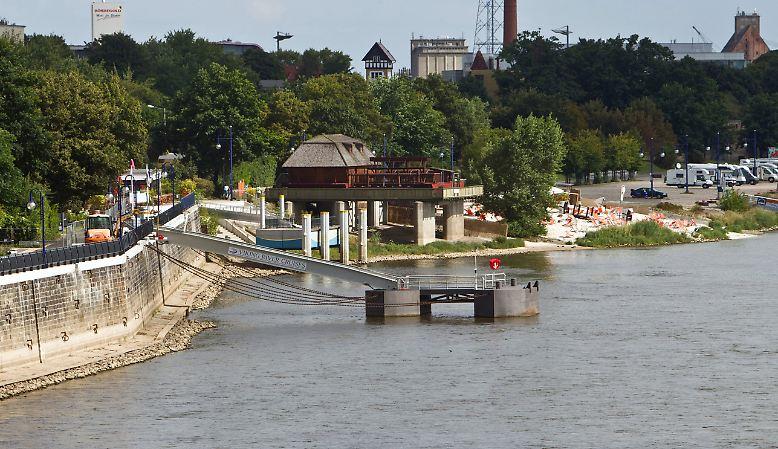 Der Fähranleger Petriförder in Magdeburg am 7. August 2012 ...