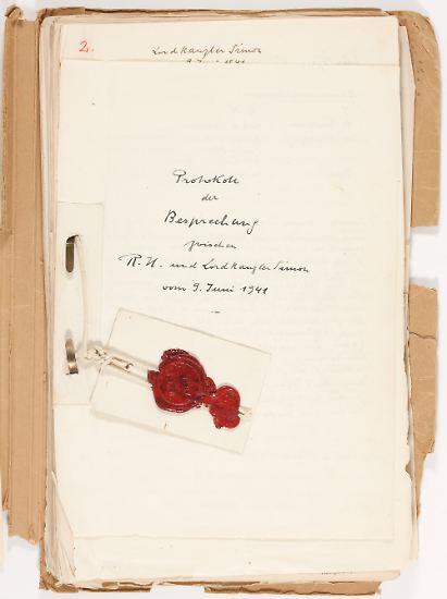 Es sind 300 Seiten mit Protokollen, Abschriften und Briefen: Die Heß-Akte galt jahrzehntelang als verschollen.