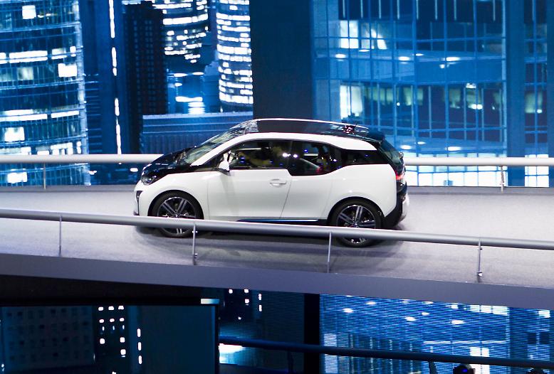 BMW prescht mit seinem i3 auf der 65. IAA in die bezahlbare und alltagstaugliche E-Mobilität und zwingt die Konkurrenz zum Handeln.