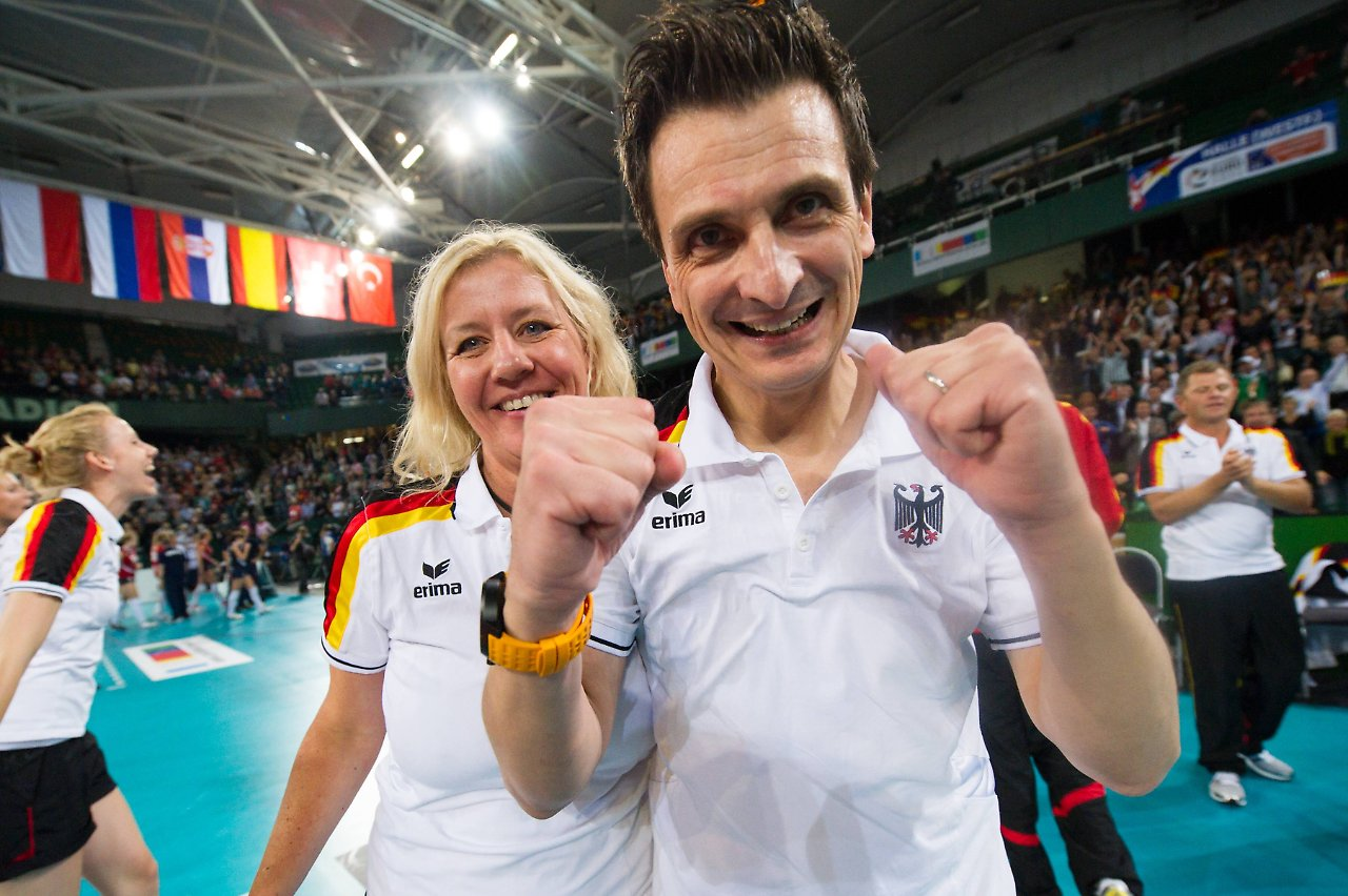 Über Belgien ins Endspiel und zum Titel: Volleyballerinnen ...