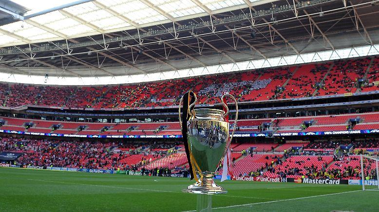 73,5 Zentimeter groß, etwa 8,5 Kilogramm schwer: um diesen Silberpott streitet sich Europas Fußball-Elite ab heute wieder.