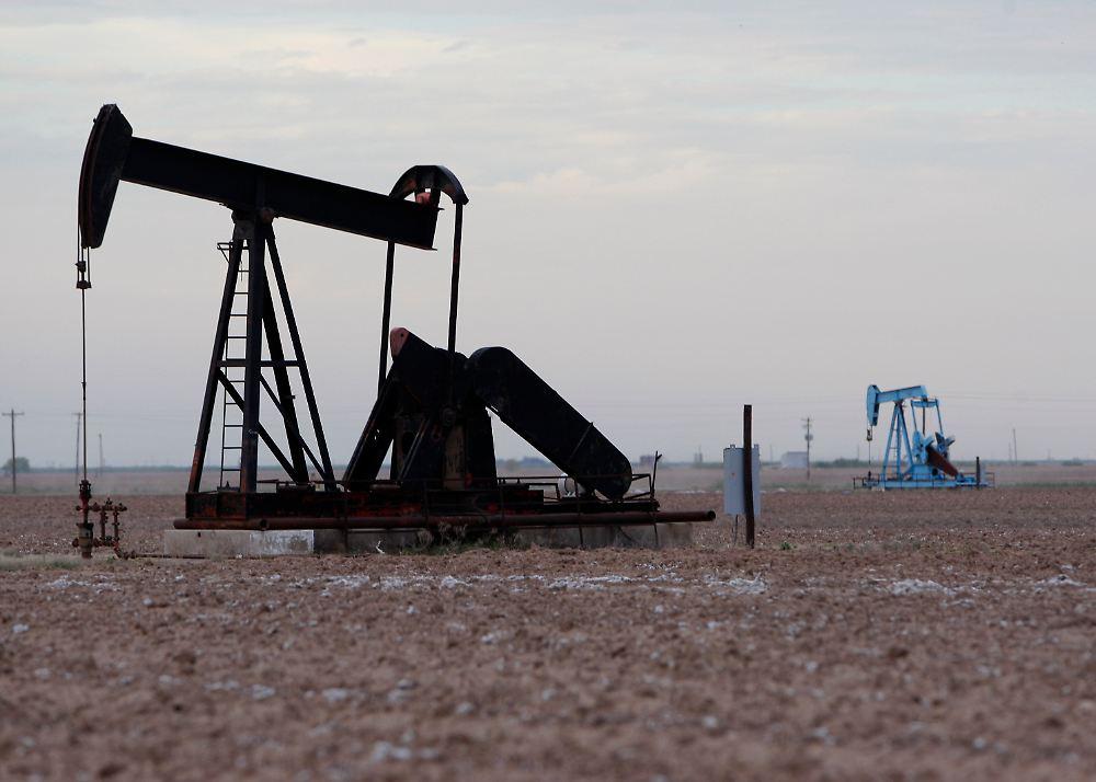 · Die USA wollen Energie-unabhängig sein! Schrittweise rückt man dem Ziel näher: Im Oktober wurde täglich so viel Öl gefördert wie seit 17 Jahren nicht mehr.