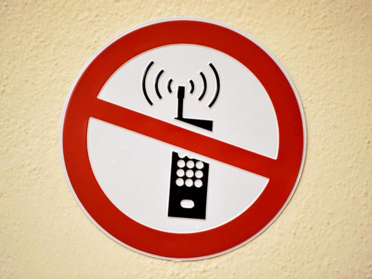 ende der ruhe telefonieren im flugzeug soll erlaubt werden n. Black Bedroom Furniture Sets. Home Design Ideas