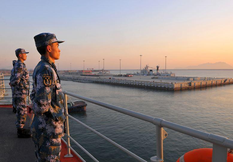 Die Zeiten haben sich geändert: Mit wachsender ökonomischer Stärke wirft die aufstrebende Wirtschaftsmacht China begehrliche Blicke in Richtung Pazifik. Die Machtbalance beginnt sich zu verschieben.