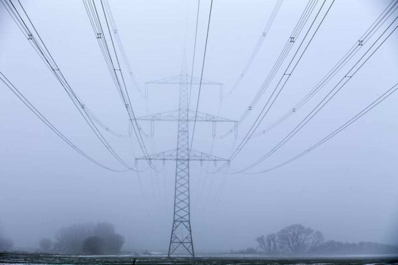 Stromkabel Richtung Norden Und Osten: 50Hertz Klopft Bei