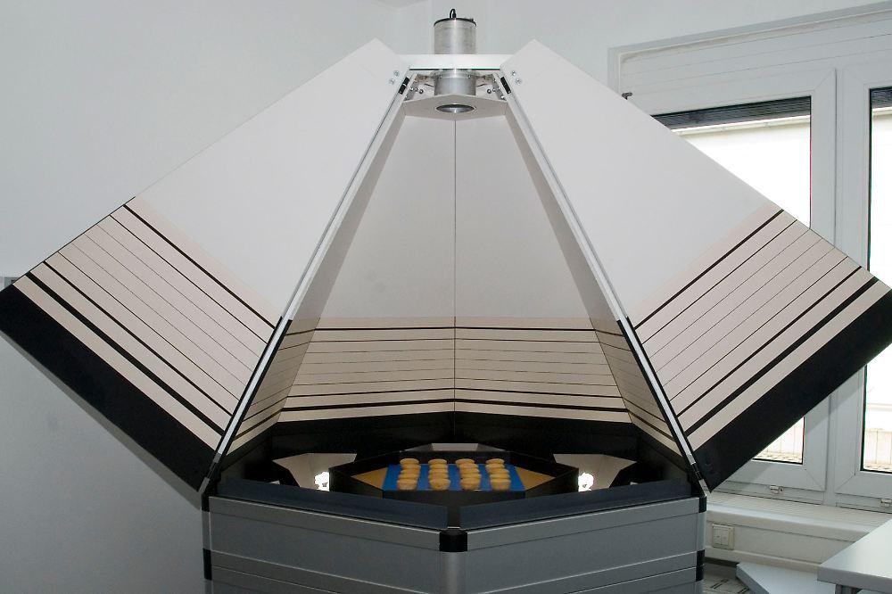 genormter staub und schmutzstreifen so arbeitet die stiftung warentest n. Black Bedroom Furniture Sets. Home Design Ideas