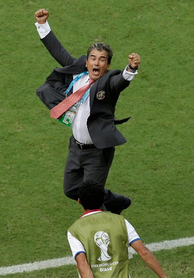 Es ist nicht die erste, aber wohl die bisher größte Überraschung der Fußball-Weltmeisterschaft: In Gruppe D qualifiziert sich der große Außenseiter Costa Rica schon am zweiten Spieltag für da Achtelfinale.