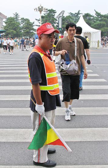 In China sollte angeblich während der Kulturrevolution mal alles umgedreht werden, damit die Farbe des Kommunismus für freie Fahrt steht - also grün für Stop und rot für Go. Aber das war nur eine Schnapsidee der Roten Garden, die nie verwirklicht wurde. (abe/dpa)