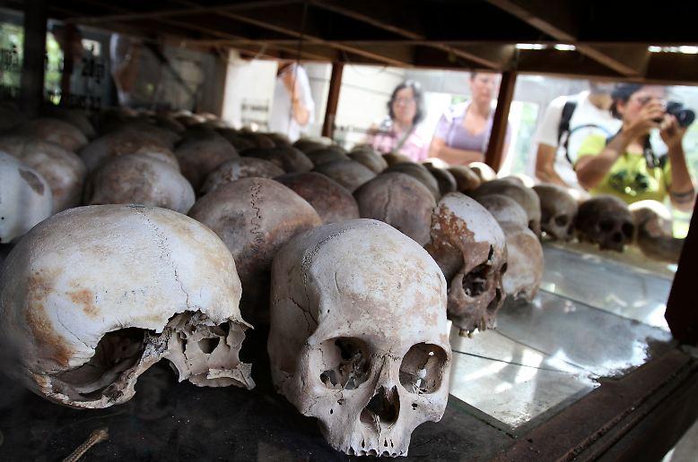 Mehr als 35 Jahre nach dem Ende des Terrorregimes der Roten Khmer in Kambodscha kommt es zu einem historischen Urteil.