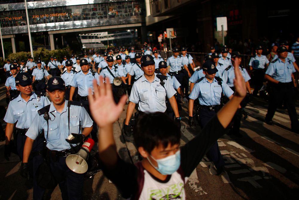 PROTESTAT NË HONGKONG 2014-09-29T031702Z-926534093-GM1EA9T0Q9701-RTRMADP-3-HONGKONG-CHINA