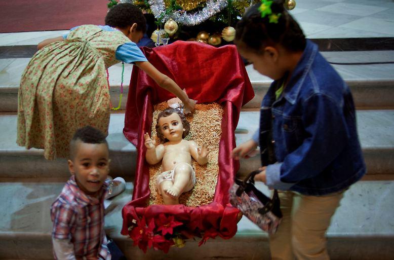 ... gab man ihm den Namen Jesus, wie er genannt war von dem Engel, ehe er im Mutterleib empfangen war.