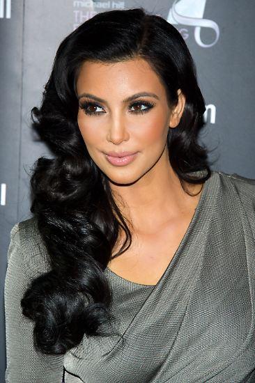 Kim Kardashian, das ist die mit dem dicken Hintern, Sie wissen schon.