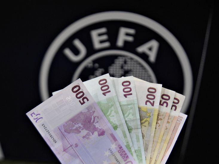 """Alljährlich gibt das Magazin """"Forbes"""" die Liste der wertvollsten Fußballklubs der Welt heraus. Berechnungsgrundlage sind unter anderem Umsatz, operatives Ergebnis und Schuldenstand der Klubs. Die Spitzenreiter kommen, wenig überraschend, alle aus Europa."""