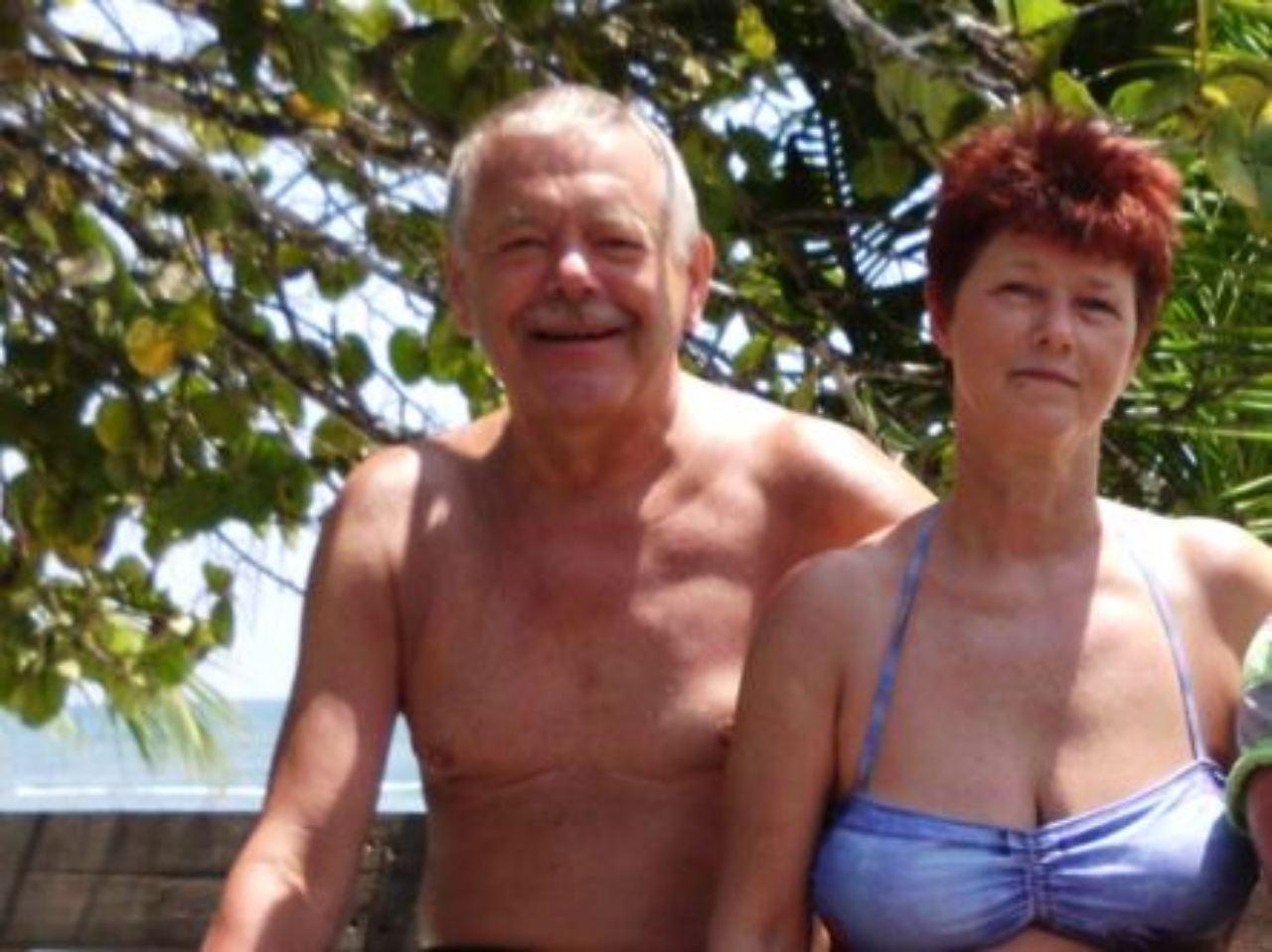 Im Bad fickt das deutsche Ehepaar