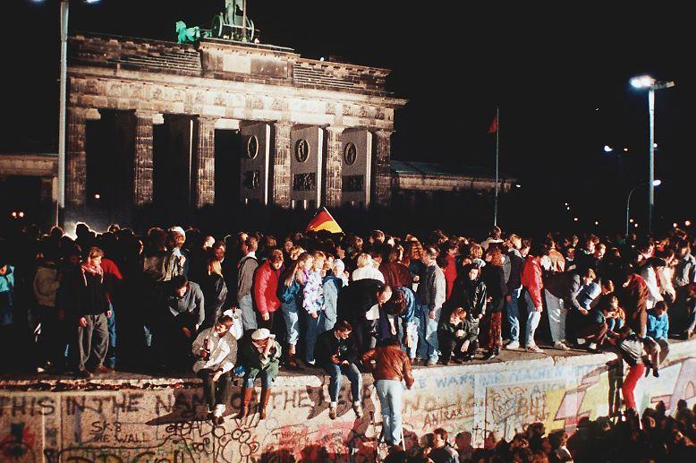 Wende und Wiedervereinigung hinterließen in den Biografien aller Ostdeutschen tiefe Spuren. Innerhalb weniger Monate veränderten sich die gesellschaftlichen Verhältnisse grundlegend, nicht wenige Menschen standen vor einem kompletten Neuanfang.
