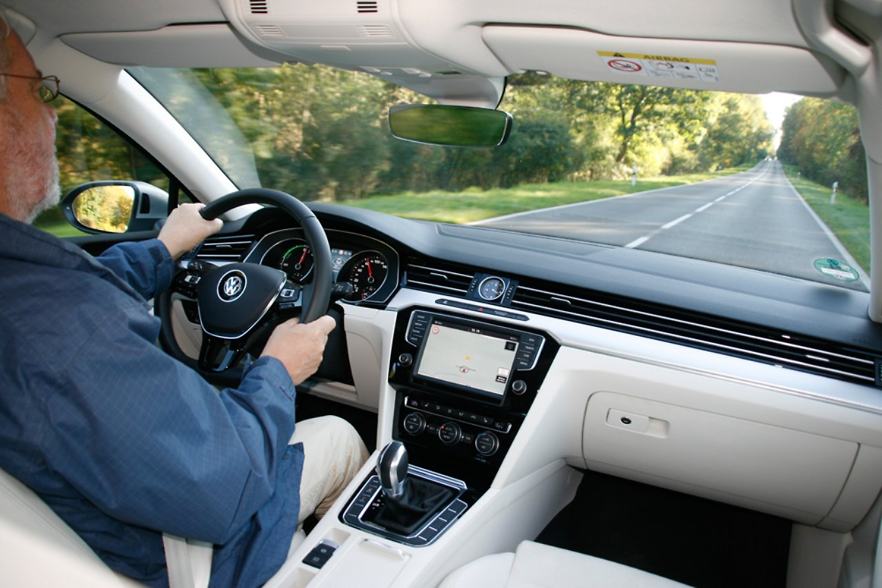 Gleiten im Meer der Stille: Ist der Passat-Hybrid die Diesel ...
