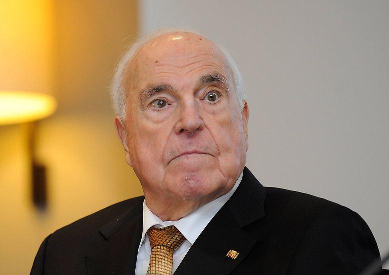 Helmut Kohl geht als Kanzler der Deutschen Einheit in die Geschichte ein.
