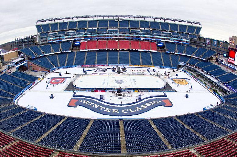 Neues Jahr, neues Spiel: Seit 2008 veranstaltet die nordamerikanische National Hockey League am Neujahrstag ein Eishockeyspiel unter freiem Himmel: das Winter-Classic der NHL.