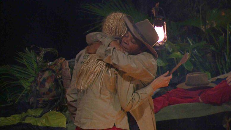 """Ricky hat noch immer Angst, dass ihn niemand mehr mag. Arschkriechen steht auf dem Programm. Ricky zu Helena: """"Du bist mir wichtig!"""" Helena zu Ricky: """"Peace""""."""