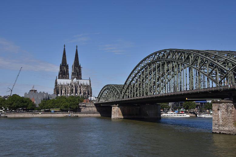 Nordrhein-Westfalen ist vielseitig - in Köln ragt der Dom in den Himmel, ...