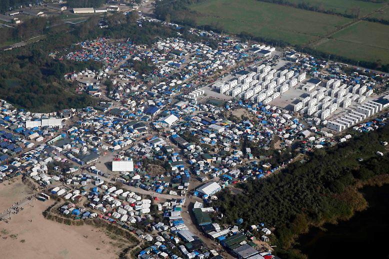 Es ist das wohl bekannteste Flüchtlingslager Europas: …