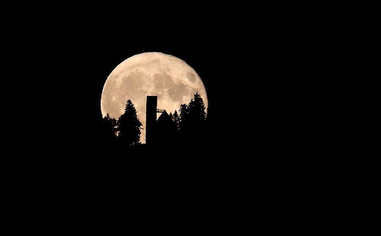 Er schien einst unerreichbar, doch mittlerweile haben den Mond ...