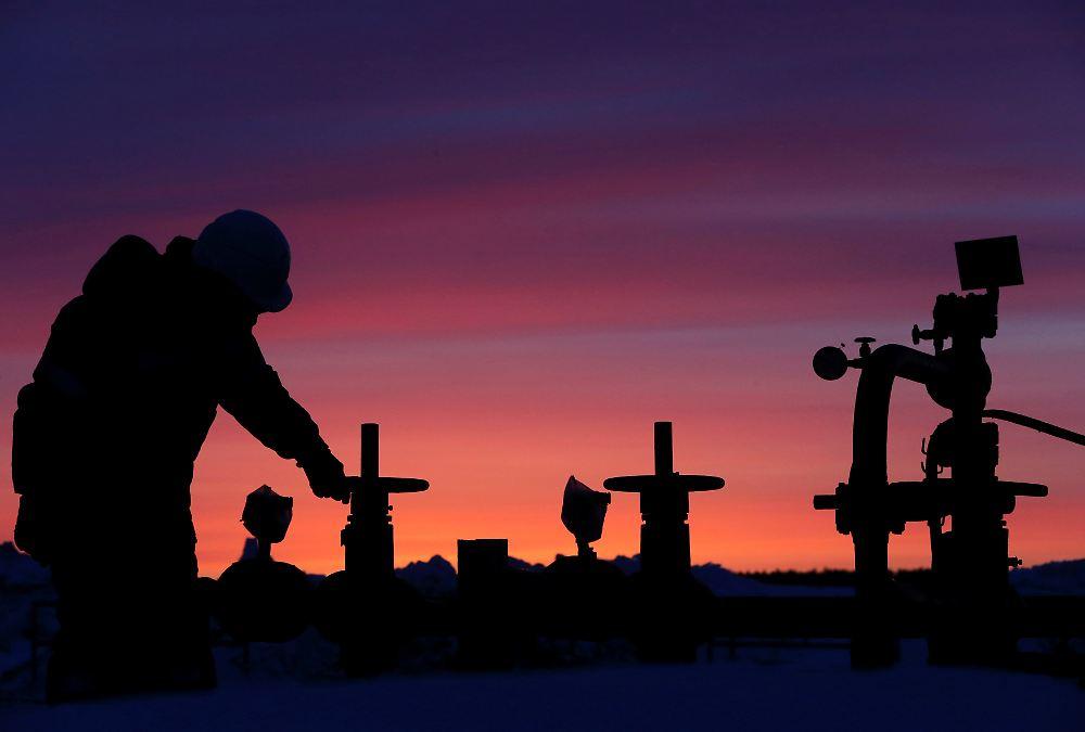 Rohöl (Brent) 54, Die russische Wirtschaft leidet unter dem Verfall des Rohölpreises. Außerdem belasten die im Zuge der Ukraine-Krise verhängten westlichen Sanktionen. Im vergangenen Jahr.