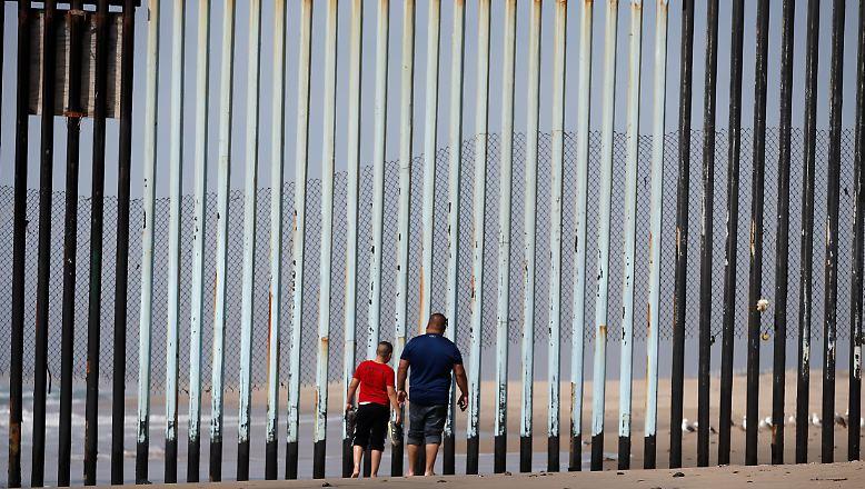 Bisher ist die Grenze nicht auf allen Abschnitten mit einem Zaun gesichert. Vor allem in den unbesiedelten, heißen Wüstengebieten ist sie zwischen den beiden Staaten durchlässig.