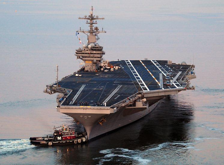 Im US-Kongress stoßen seine Rüstungspläne auf Widerstand. Der Betrieb und der Unterhalt der Trägerflotte - der mit großem Abstand umfangreichsten der Welt - verschlingt im Alltag enorme Summen.