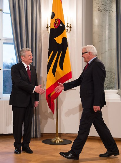 Im Schloss Bellevue steht der Wachwechsel an. Es geht: der elfte Präsident der Bundesrepublik Deutschland, Joachim Gauck. Es kommt: das zwölfte Staatsoberhaupt seit Gründung des Staates, Frank-Walter Steinmeier.