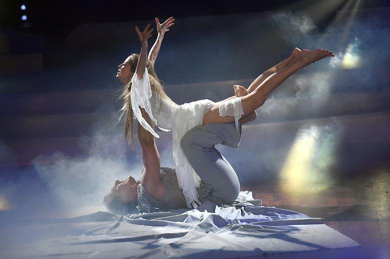Let's Dance! Endlich schweben bei RTL wieder die Promi-Damen und -Herren übers Parkett.
