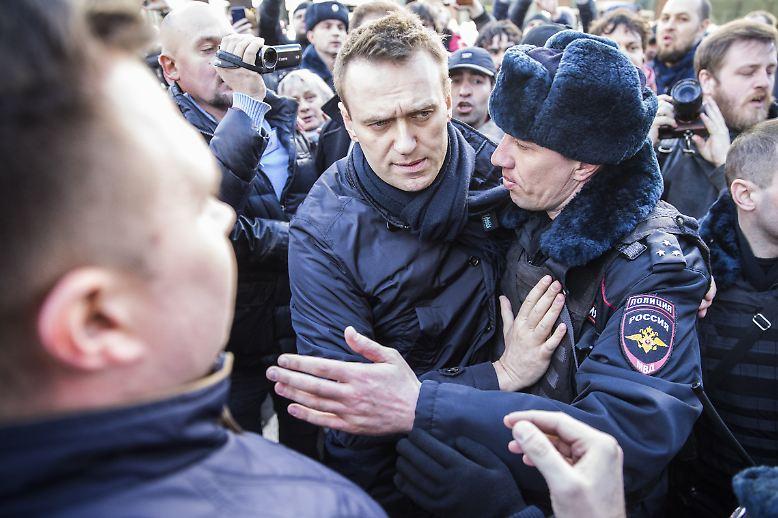 Er ist der Mann, der Russlands Präsident Wladimir Putin seit Jahren herausfordert: Alexej Nawalny.