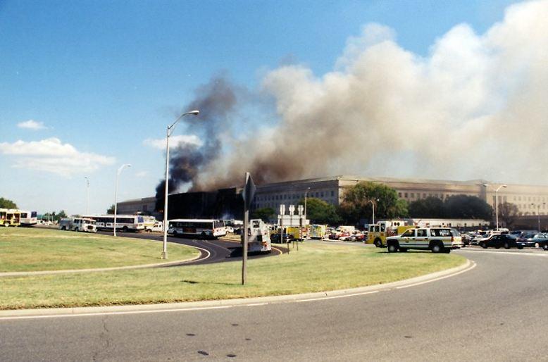 Am 11. September um 9.37 Uhr schlägt der American-Airlines-Flug AA77 mit rund 850 Stundenkilometern in die Fassade des Pentagon.