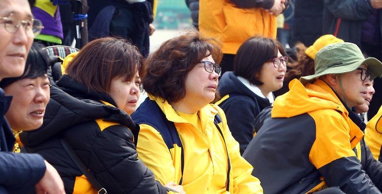 Für viele Südkoreaner ein sehr emotionaler Moment, denn der Anblick ...