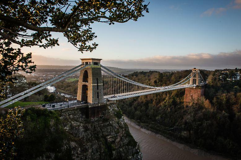 Willkommen in Bristol - und gleich geht's zum großen Symbol der Stadt. Die Clifton Suspension Bridge führt über den Fluss Avon.