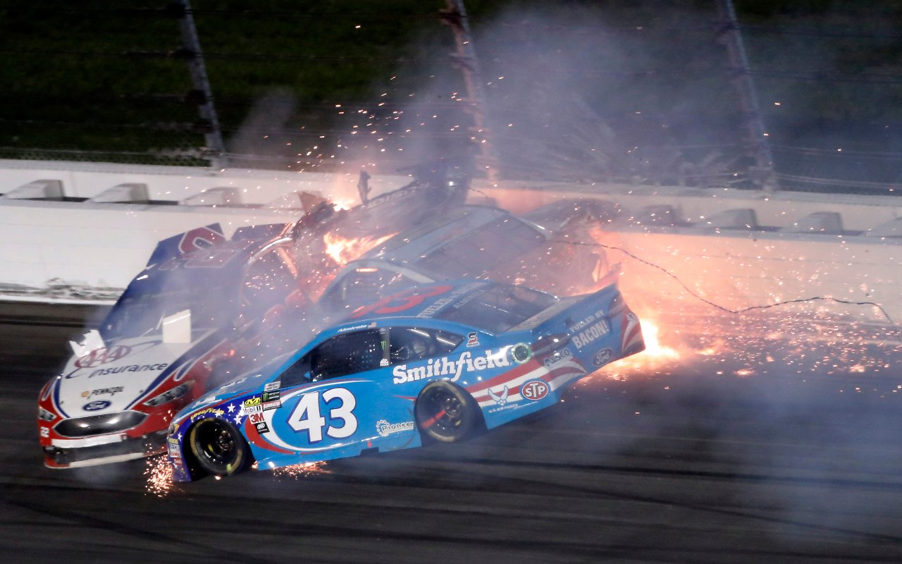 Horrorcrash in der NASCAR-Serie