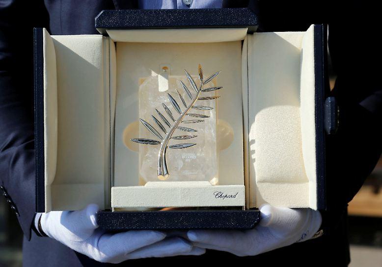"""... auch die """"Goldene Palme"""" wurde aus diesem Anlass noch einmal ordentlich aufgemotzt - mit Diamanten aus dem Hause Chopard. Da lohnt sich der Sieg für die Macher und Mitwirkenden ..."""