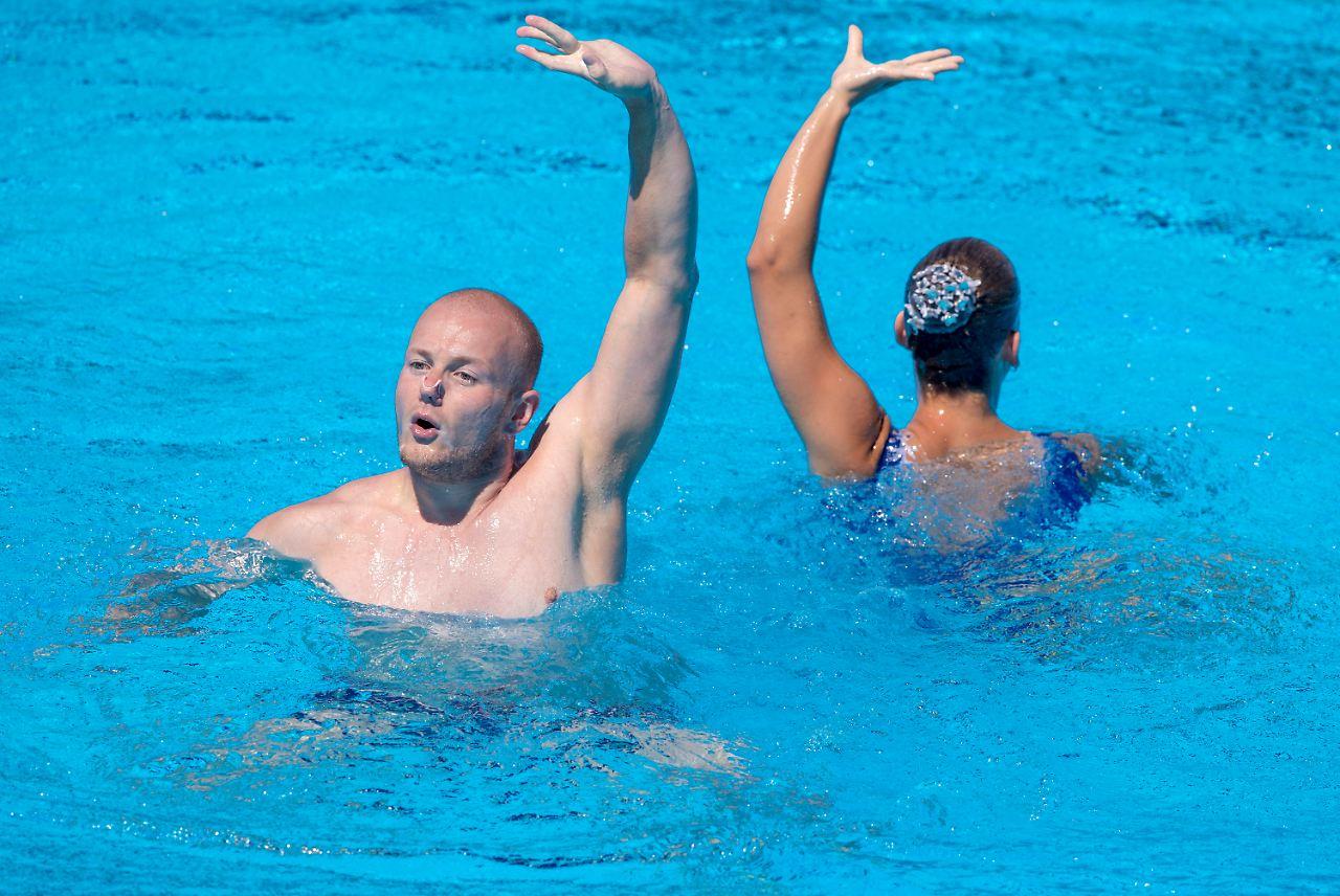 Synchronschwimmer Stoepel feiert WM-Premiere