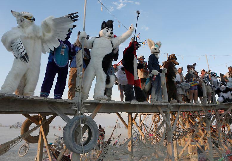 Das Burning Man Festival steht für acht Tage voller Kunst, Musik und skurriler Performances.