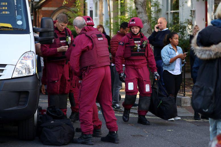 ''''''Die Polizei hat eine Spezialeinheit zur Entschärfung von Bomben an den Ort des Geschehens geschickt, ...''''''