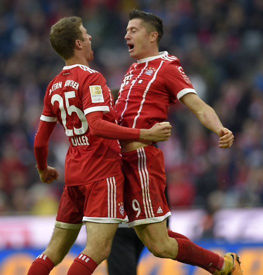 """""""Wir hatten große Lust, ein Zeichen zu setzen."""" Thomas Müller war gutgelaunt nach der besten Saisonleistung des FC Bayern, ..."""