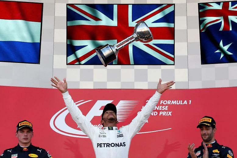 Sein Rivale Lewis Hamilton im Mercedes gewinnt den  Großen Preis von Japan und könnte sich schon beim US-Rennen in zwei  Wochen in Austin zum Weltmeister krönen.