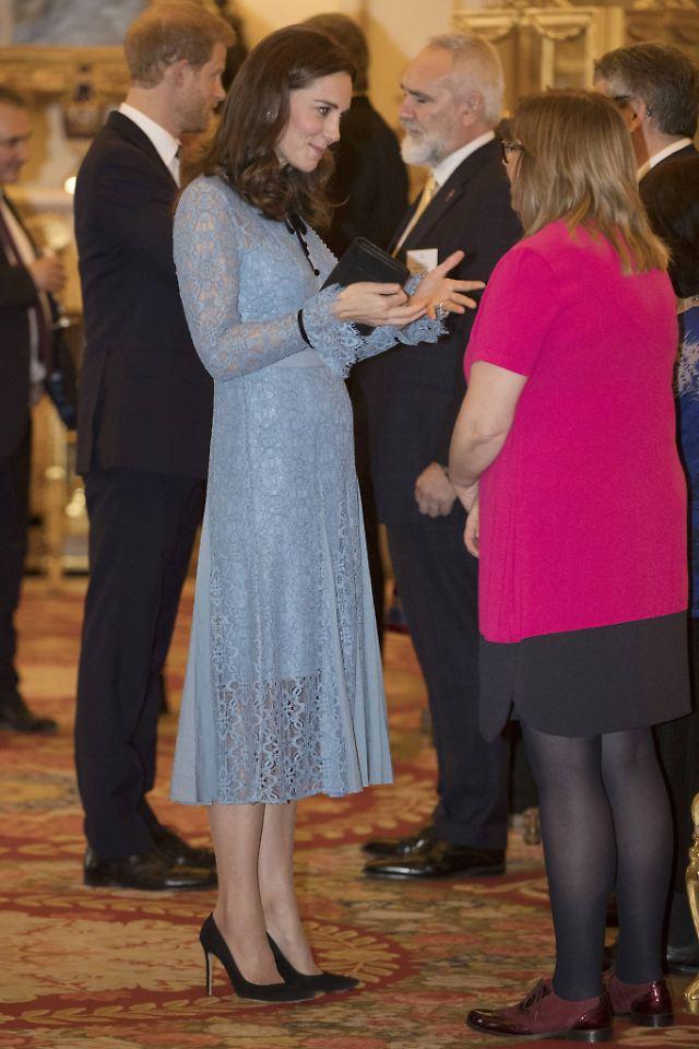 Babybauch in Sicht!: Herzogin Kate ist zurück - n-tv.de